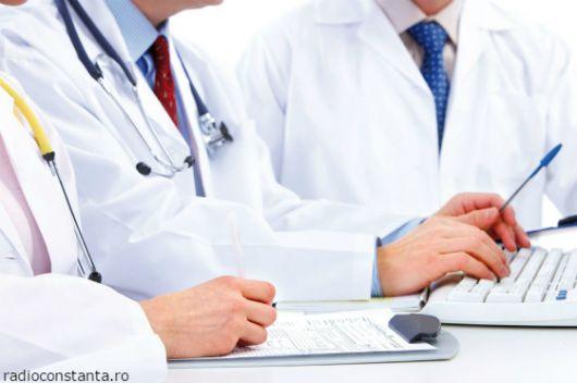 medicii-ginecologi-instruit